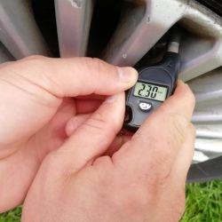 Anahtarlık lastik basıncı ölçümü