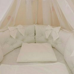 Велюровый набор в кроватку новый!