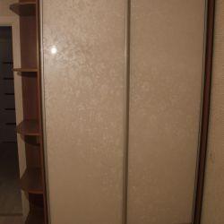 Sliding wardrobe with glossy panels