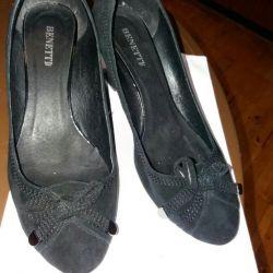 Pantofi noi pentru suede
