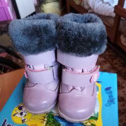 Kışlık botlar, iyi durumda.
