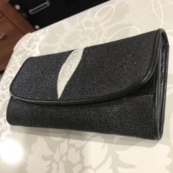 Women's scallop wallet