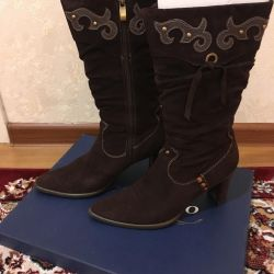 Suede Brown Boots p.38