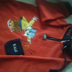 Sweatshirt for a boy of 4-5 years