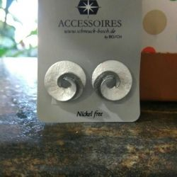 Earrings under silver. New.