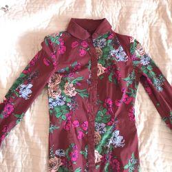 Φωτεινό πουκάμισο με floral print
