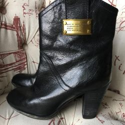 Ankle boots p. 36