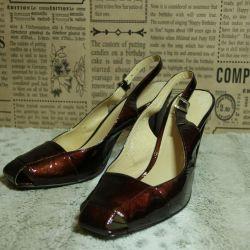 Leather sandals, varnished.