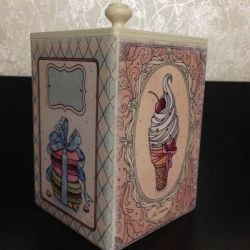 Box for sweets or cookies using decoupage technique