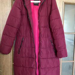Bir sentetik kışlık üzerinde uzun ceket