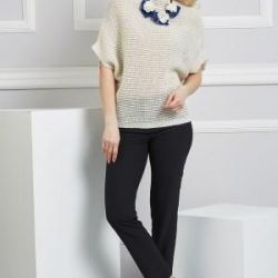 A spacious sweatshirt with a short sleeve