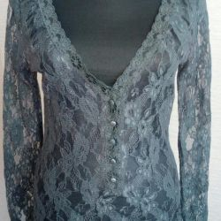Blouse guipure. In a good condition.