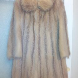 Ένα νέο, εξαιρετικό και κύριο πολύ ζεστό παλτό.