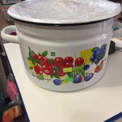 The enameled new pot