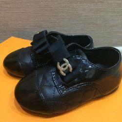 Bebek ayakkabıları