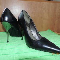 Шкіряні жіночі туфлі