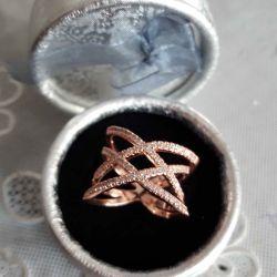 Stylish ring gilding.