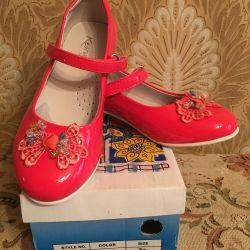 Vânzarea de pantofi pentru o fată