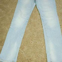 Pantaloni Denim pentru un adolescent