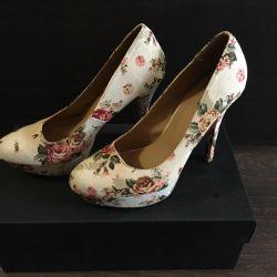Çiçek desenli ayakkabılar, 39 beden