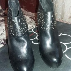 Boots female river 37 new