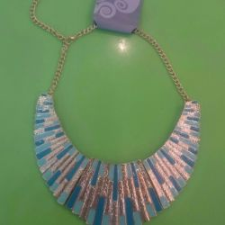 Necklace (costume jewelry)