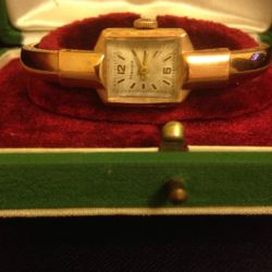 Часы женские, золотые, антикварные.