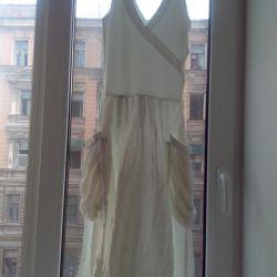 Белое платье на стройную девушку