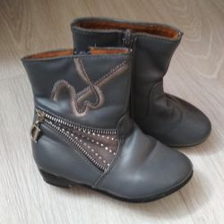 Boots for the girl 24-25 size