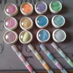 Glittering sugar powder for manicure