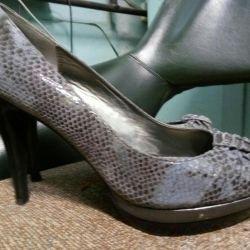 Παπούτσια για τίποτα
