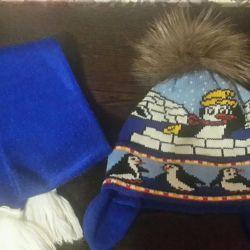 Ρυθμίστε το καπέλο με φυσικό φούστα και κασκόλ