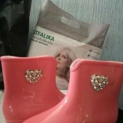 Резиновые новые ботиночки девичьи