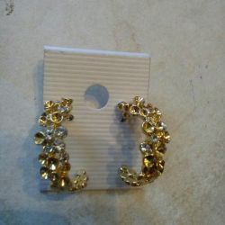 The earrings of the semicircle are new.