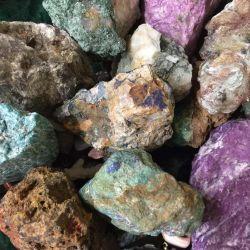 Okul müzeleri için nadir bulunan minerallerin toplanması