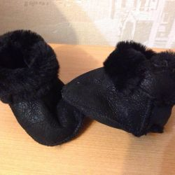 I will sell uggs new on the baby on an insole of 10-11.5 cm