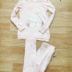 Selling pajamas