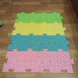 Baby massage mat from flat feet