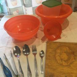 Πιάτα + συσκευές + κουτάλα + σανίδα