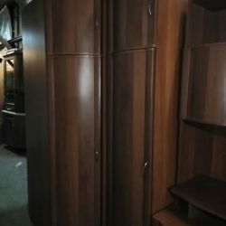 Corner wardrobe with bu column
