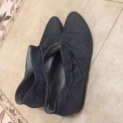 Μπότες, χαμηλά τακούνια γυναικεία carlo pazzini