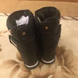 Χειμερινές μπότες νέων γυναικών