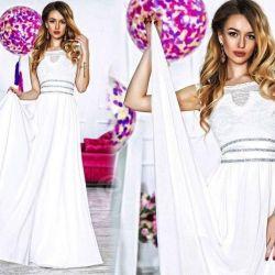 Платье в пол белое