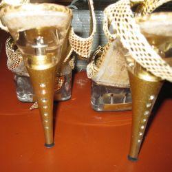 Yeni altın sandalet