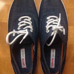 Levis sneakers size 38