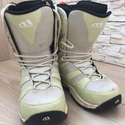 Boots 38 size for snowboarding