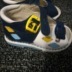Ortopedik sandaletler)
