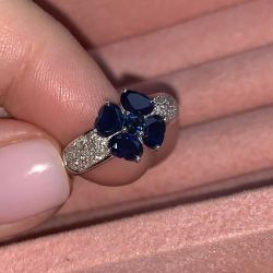 Gold ring with sapphires and diamonds