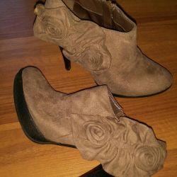 Μπότες αστράγαλο σε άριστη κατάσταση, μέγεθος 36. Παπούτσια