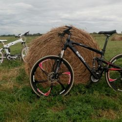 Döküm tekerleklerde markalı bisikletler